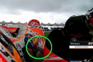 MotoGP-insiden-winglet-ianone-menambrak-marc-marquez